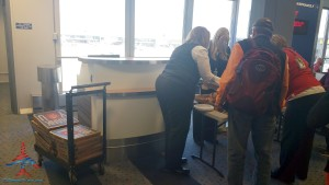 Delta Air Lines feeds pizza to stranded passangers salt lake slc after two broken jets long layover (1)
