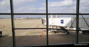 Delta DFW SkyClub E11 Gate Windows (1)