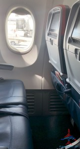 delta comfort plus extra leg room is not that impressive 737-900er renespoints blog
