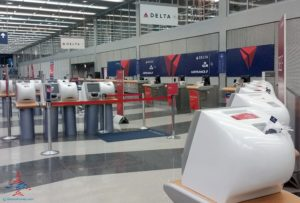 empty delta service counter renespoints travel blog