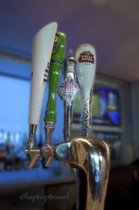 dsc_9137_the-bar-offering-draft-beers-premiere-delta-skyclub-event-laptoptravel_