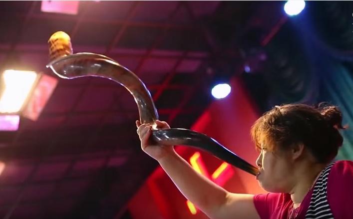 1 chinese-woman-blowing-shofar