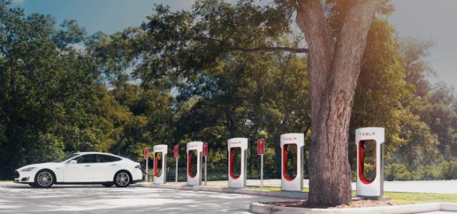 Tesla Wants Its Supercharger Stations to Run Solely on Sun Power
