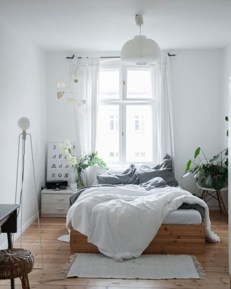 Cozy Bedroom Ideas For Your Tiny Apartment 16