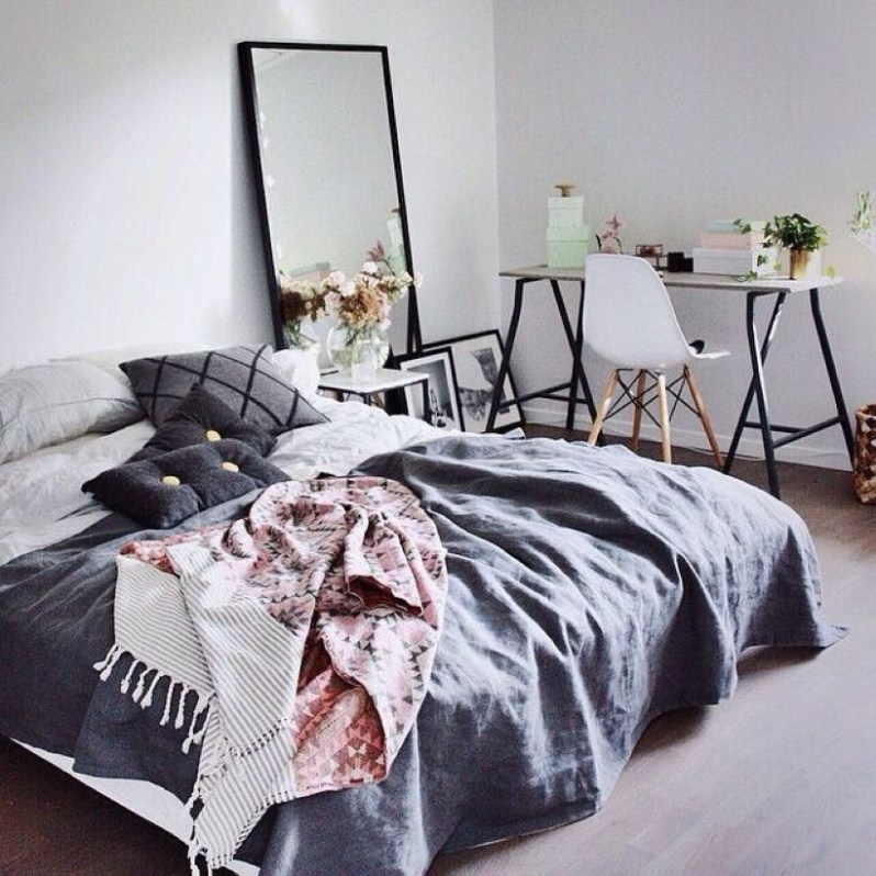 Cozy Bedroom Ideas For Your Tiny Apartment 35