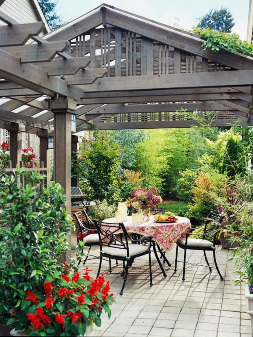 Pergola Ideas To Keep Cool This Summer 11