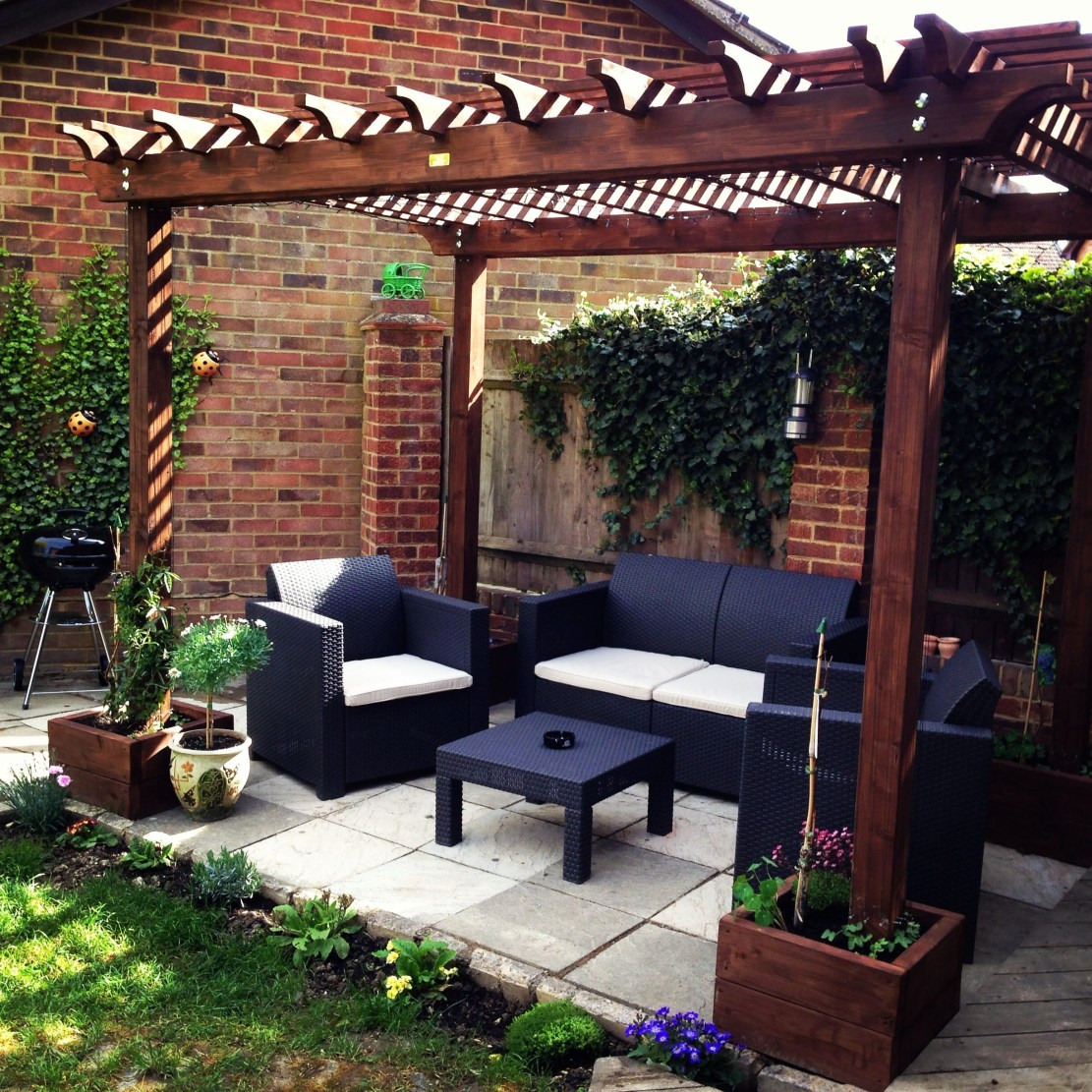 Pergola Ideas To Keep Cool This Summer 37