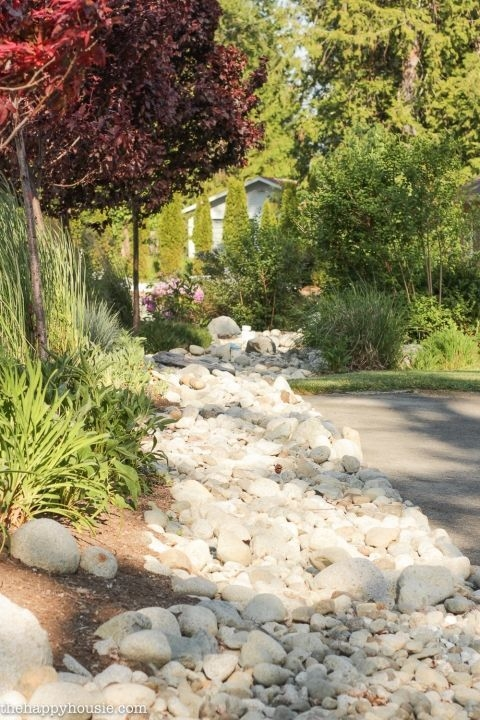 River Rock Landscape And Lavender Bush For Your Outdoor 09