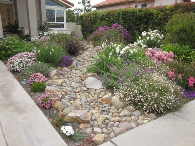 River Rock Landscape And Lavender Bush For Your Outdoor 29