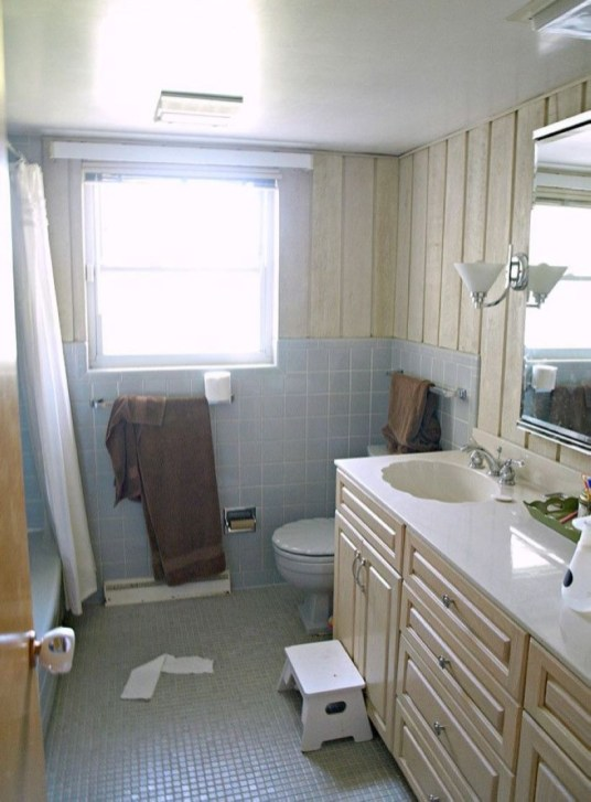 Small Bathroom Makeovers That Give Us Hope 01