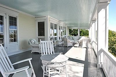 Ways To Create A Relaxing Porch For Big Family 12