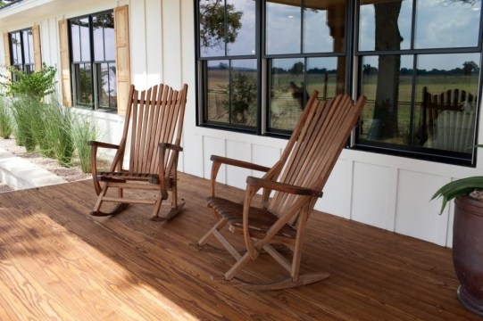Ways To Create A Relaxing Porch For Big Family 15