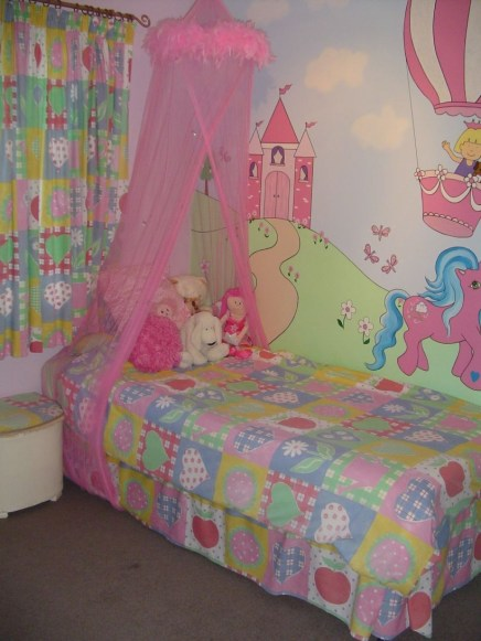 Check And Try Wall Decor In Your Daughter Bedroom 13