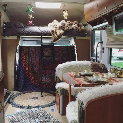 Easy Remodeling RV Decoration You Can Try 01