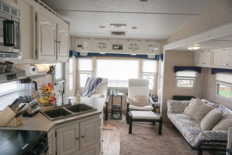 Easy Remodeling RV Decoration You Can Try 08