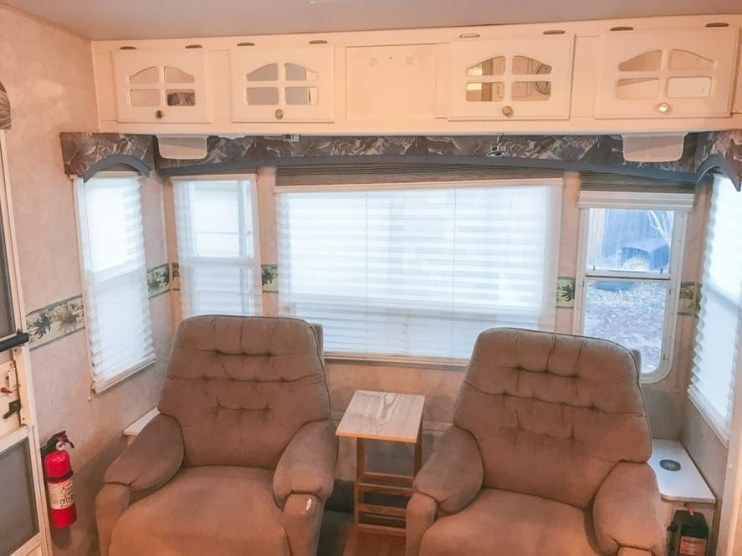 Easy Remodeling RV Decoration You Can Try 30