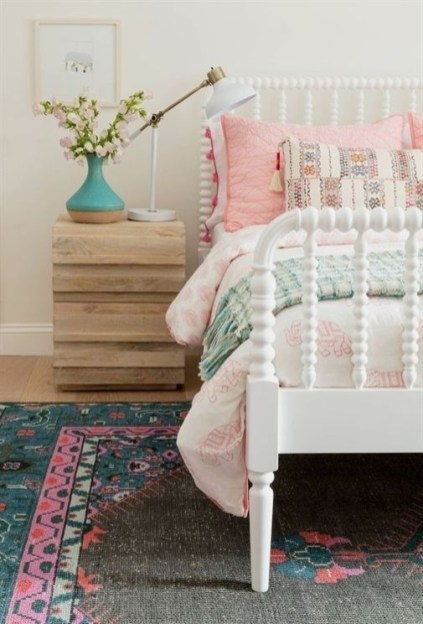 Ways To Create Cozy And Beautiful Teen Farmhouse Bedroom 15