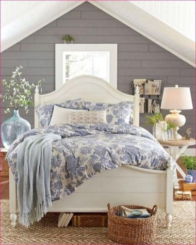 Ways To Create Cozy And Beautiful Teen Farmhouse Bedroom 40
