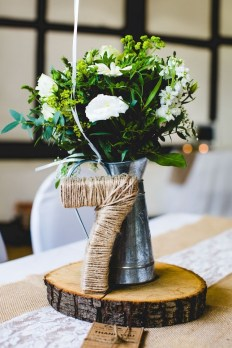 Adorable Winter Wedding Ideas For Decorate Your Party 03