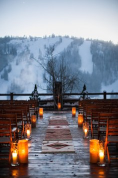 Adorable Winter Wedding Ideas For Decorate Your Party 12