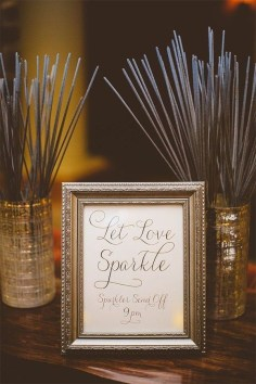 Adorable Winter Wedding Ideas For Decorate Your Party 13