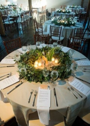 Adorable Winter Wedding Ideas For Decorate Your Party 15