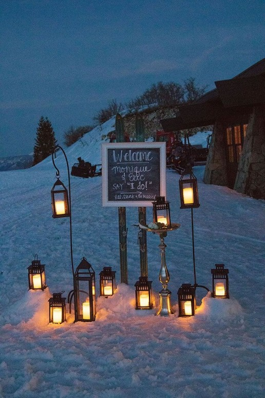 Adorable Winter Wedding Ideas For Decorate Your Party 22