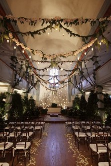 Adorable Winter Wedding Ideas For Decorate Your Party 28