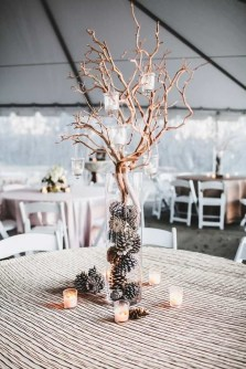 Adorable Winter Wedding Ideas For Decorate Your Party 32
