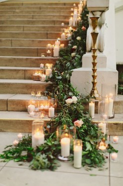 Adorable Winter Wedding Ideas For Decorate Your Party 33