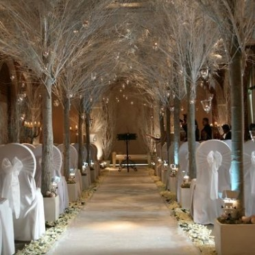 Adorable Winter Wedding Ideas For Decorate Your Party 34