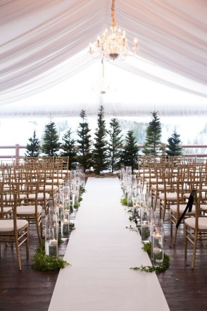 Adorable Winter Wedding Ideas For Decorate Your Party 45