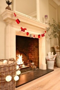 Best Decorating Ideas For Winter Fireplace 11