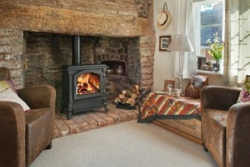 Best Decorating Ideas For Winter Fireplace 16