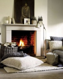 Best Decorating Ideas For Winter Fireplace 23