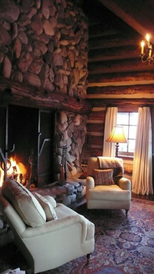 Best Decorating Ideas For Winter Fireplace 40