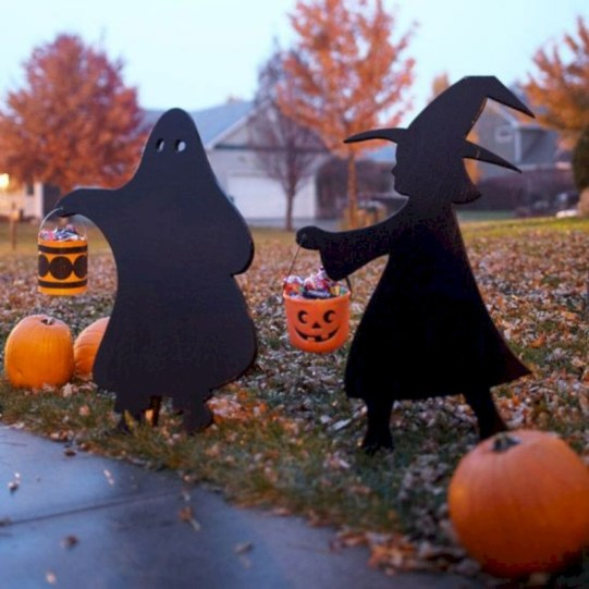 Best Ghost Silhouette DecorIideas To Haunt Your Guests 01