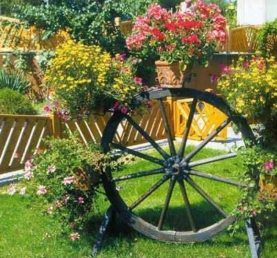 Best Ornament Ideas To Beautify Your Garden 04