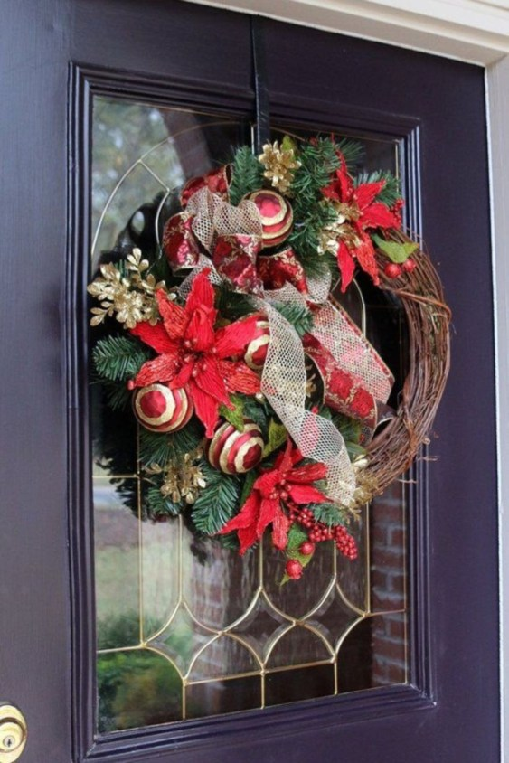 Classic Christmas Decoration You Must Try For Your Family 14