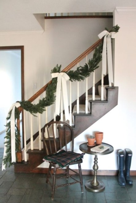 Classic Christmas Decoration You Must Try For Your Family 19