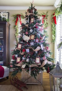 Classic Christmas Decoration You Must Try For Your Family 28
