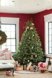 Classic Christmas Decoration You Must Try For Your Family 39