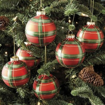 Classic Christmas Decoration You Must Try For Your Family 40