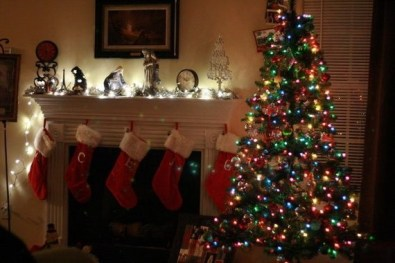 Gorgeous Christmas Mantel For Fireplace Decorate In Your House 04