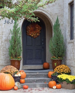 Perfect Pumpkin Ideas To Decorate Your Porch 09