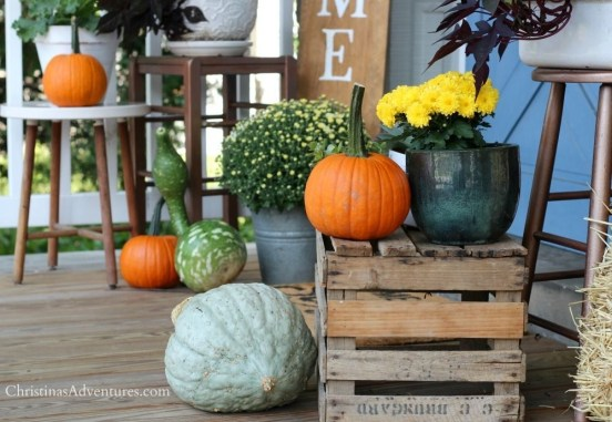 Perfect Pumpkin Ideas To Decorate Your Porch 24