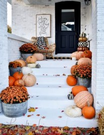 Perfect Pumpkin Ideas To Decorate Your Porch 30