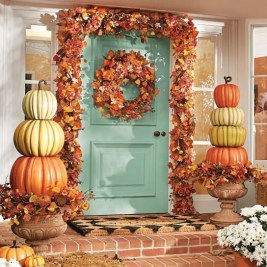 Perfect Pumpkin Ideas To Decorate Your Porch 31