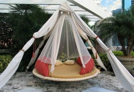 Relaxing Suspended Outdoor Beds That Will Transform Your Year 18