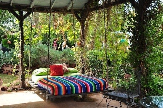 Relaxing Suspended Outdoor Beds That Will Transform Your Year 20